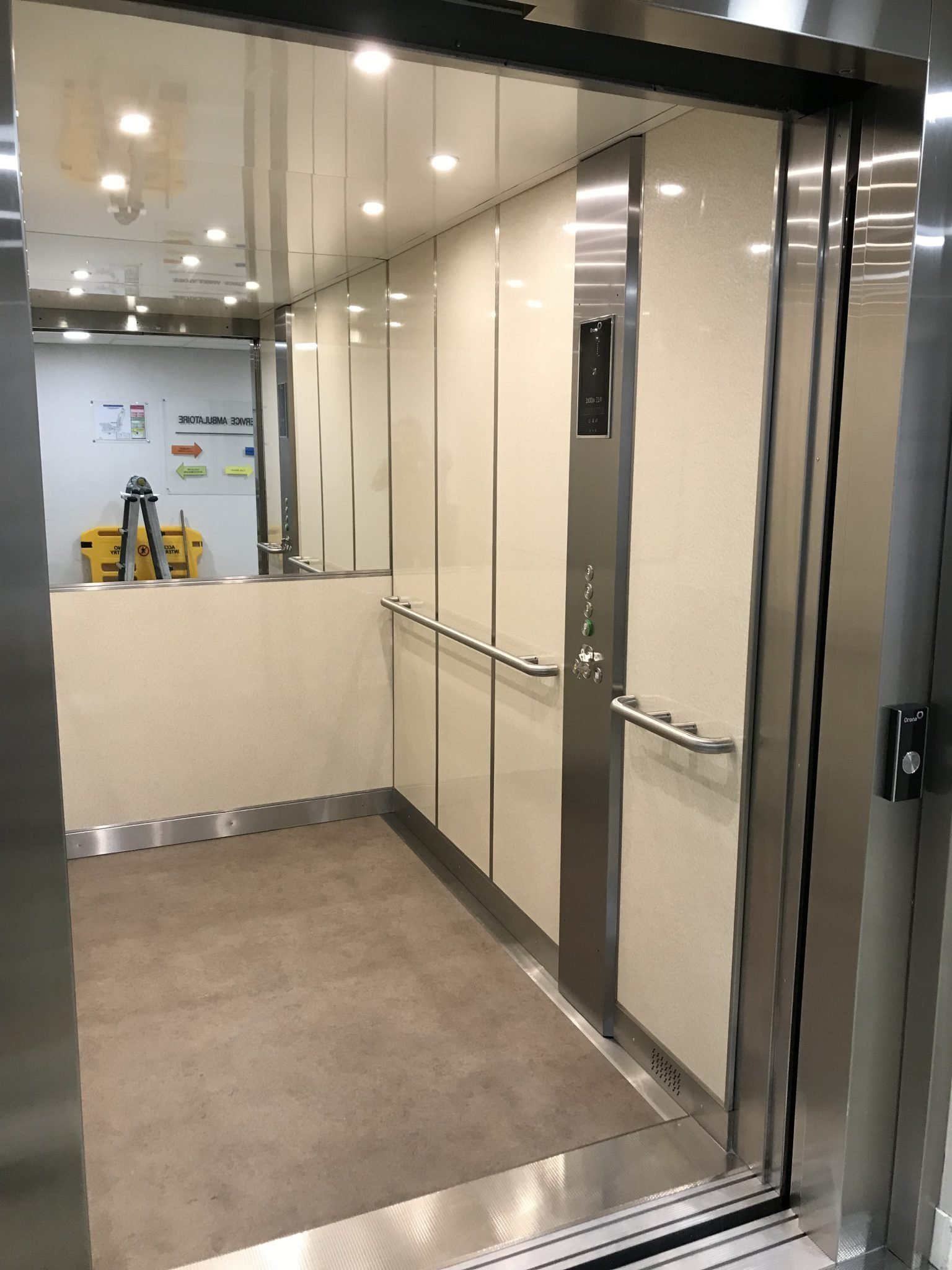 IMG 9858 - Découvrez nos nouvelles réalisations de cabine d'ascenseur !